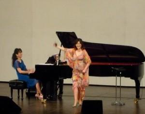 ピアニストの国府弘子さんとソプラノ歌手の塩田美奈子さん