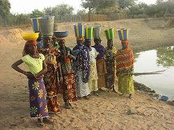 村の人々.jpg