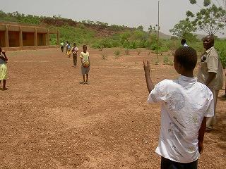 バディノゴ第2小学校 植林研修 2009.jpg